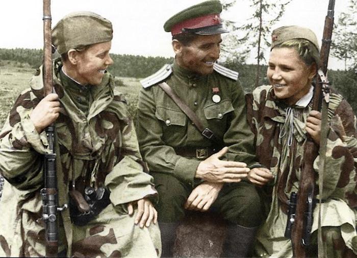 Советские женщины-снайперы.