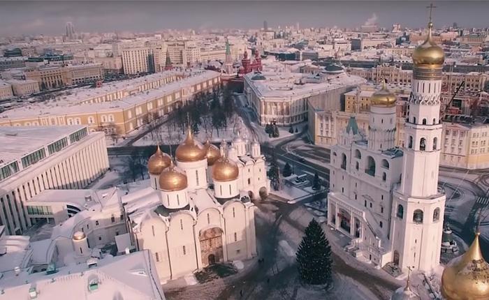 Восхитительная аэросъемка заснеженной Москвы.