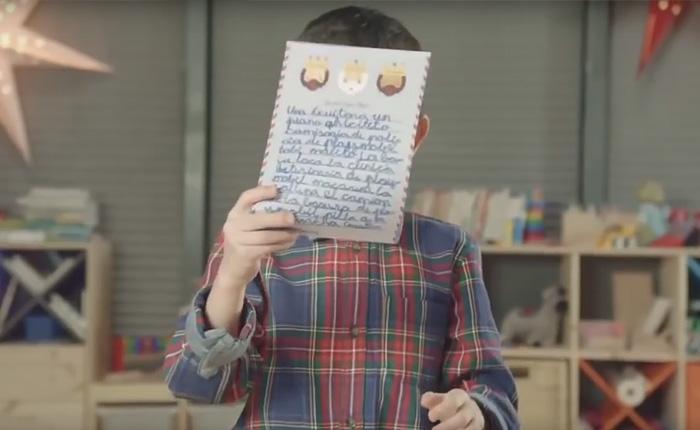 Дети написали письма Деду Морозу и родителям.