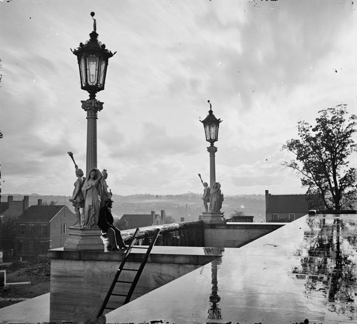 Вид с Капитолия в Нэшвилле, штат Теннесси - черно-белый, оригинальный вариант.
