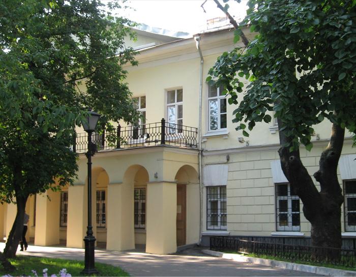 Дом на Никитском бульваре, где был сожжен второй том «Мертвых душ». Здесь же Гоголь и скончался