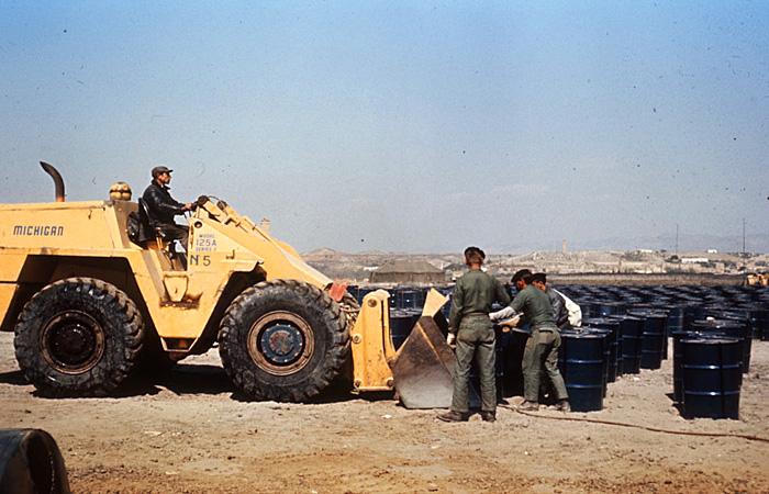 В ходе мероприятий по дезактивации было снято и замечено свежим плодородным слоем более тысячи кубометров почвы. Снятая земля упаковывалась в бочки и вывозилась
