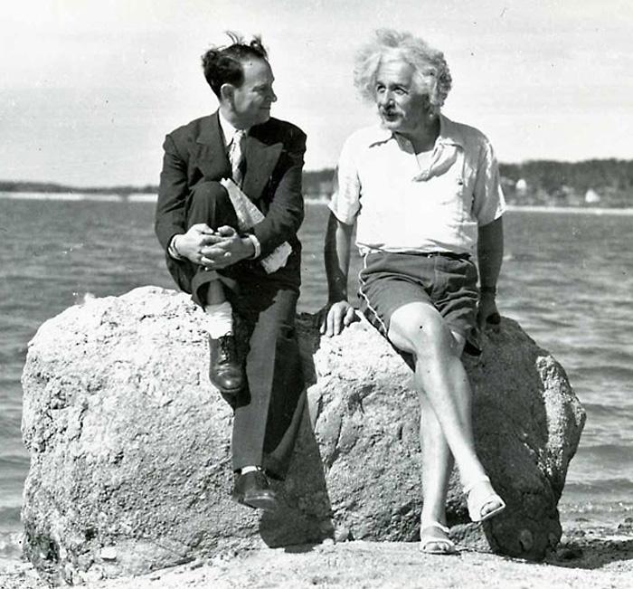 Альберт Эйнштейн, лето 1939. Черно-белая фотография.