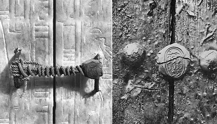Входная дверь в гробницу была опечатана