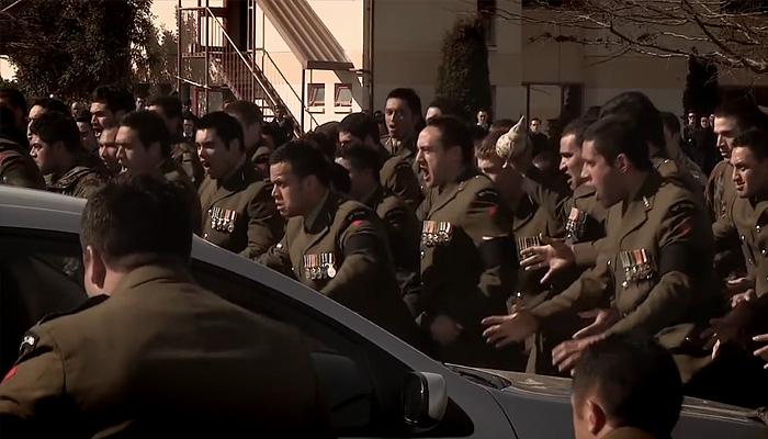 Ритуальный танец хака в исполнении солдат новозеландской армии.