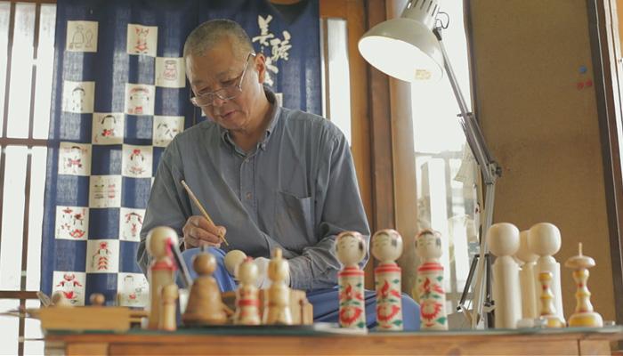 Процесс создания деревянной японской куклы.