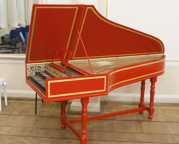 Клавесин — клавишный струнный музыкальный инструмент.
