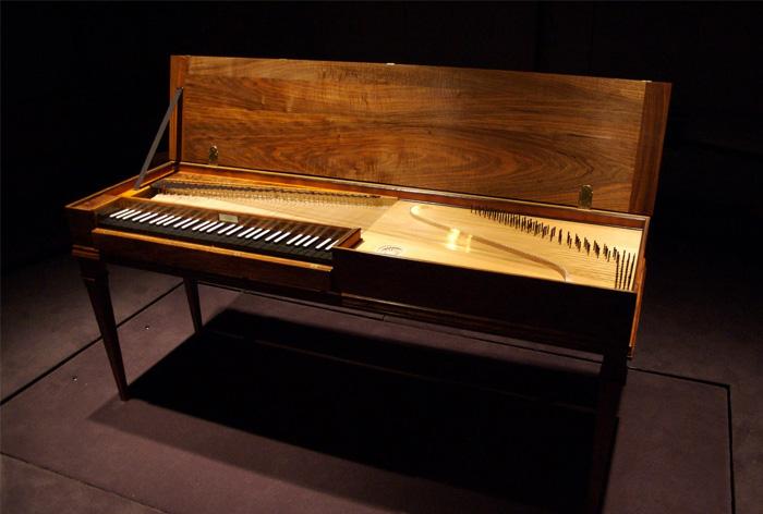 Клавикорд — старинный клавишный струнный ударно-зажимной музыкальный инструмент.
