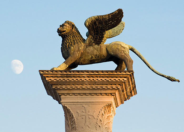 Лев в наши дни