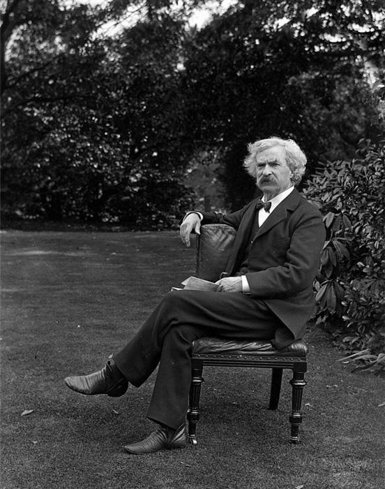 Марк Твен в саду. Оригинальная фотография.