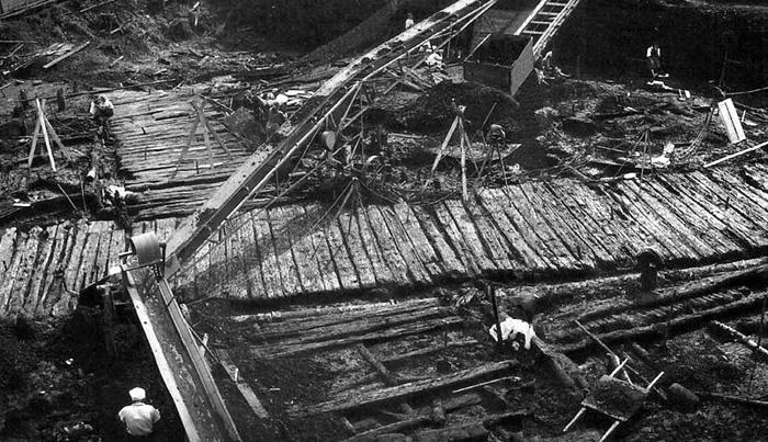 1932 г. Археологические раскопки в Новгороде под руководством А.В. Арциховского.