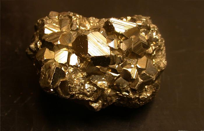 Пирит, или железный колчедан, никакой ценности не представляет