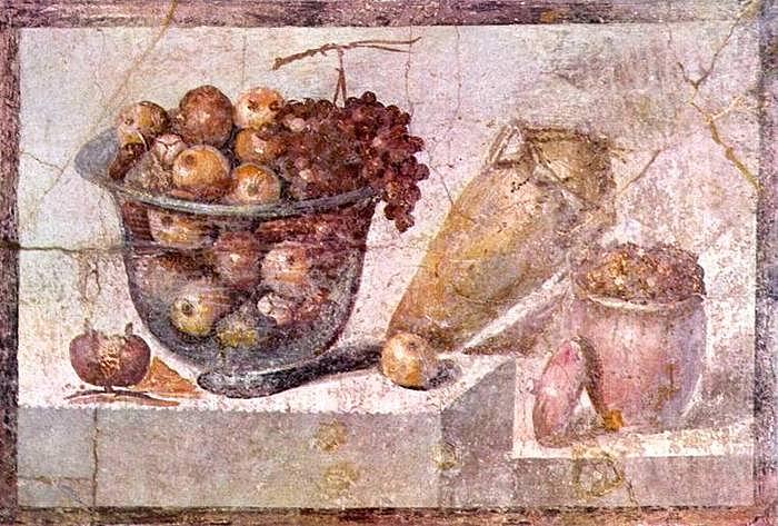 Сервированый стол можно увидеть и на фресках Помпеи
