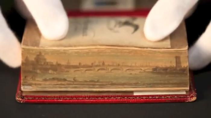 Скрытые иллюстрации на обрезах книг.