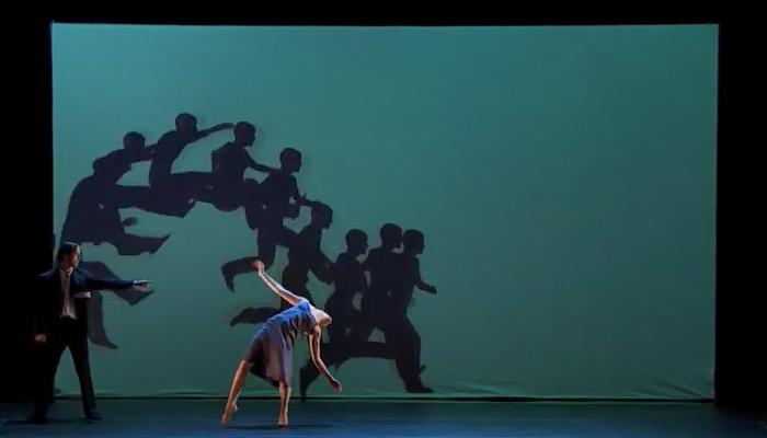 Удивительный танец с элементами интерактива.