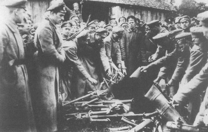 Печальный конец Корниловского мятежа - солдаты сдают оружие