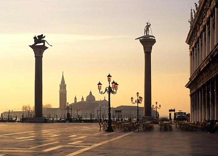 Бронзовый Лев на Площади Св. Марка в Венеции