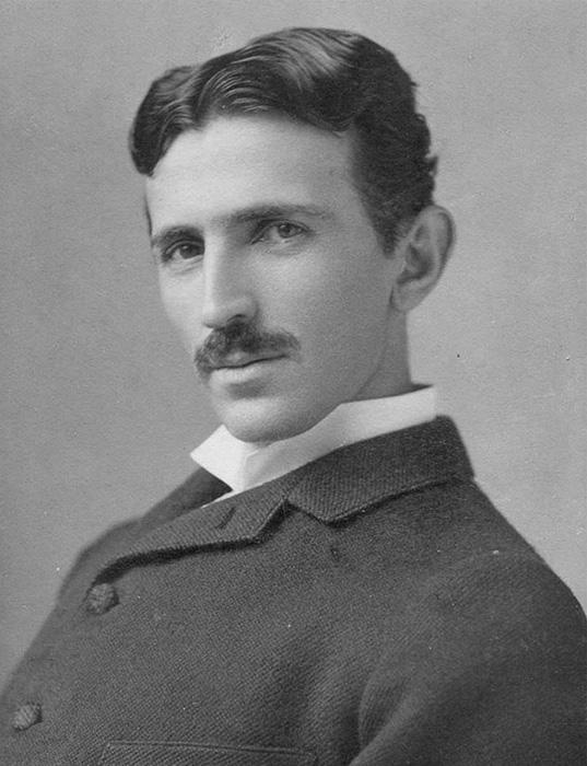 Никола Тесла, 1893 год. Оригинал - ч/б фото.