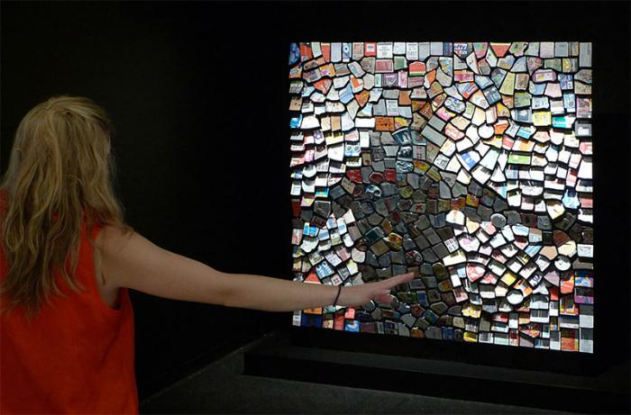 Интерактивное «зеркало», которое взаимодействует со зрителем.