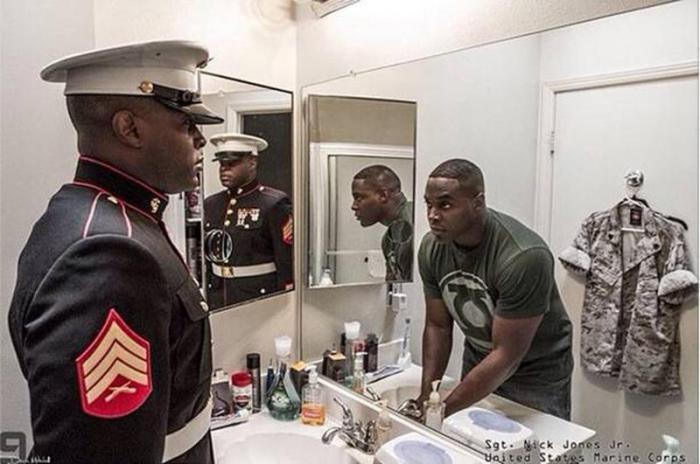 Уникальный проект. Военнослужащие в форме и в гражданской одежде.