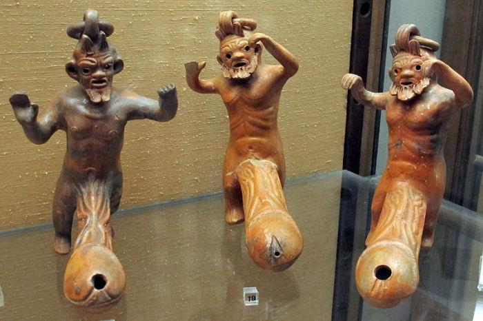 Фаллоимитаторы из экспозиции Национального археологического музея Неаполя.