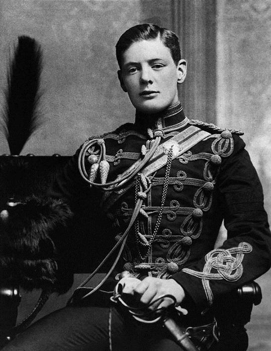 Британский государственный и политический деятель, премьер-министр Великобритании, военный, журналист, писатель, почётный член Британской академии.