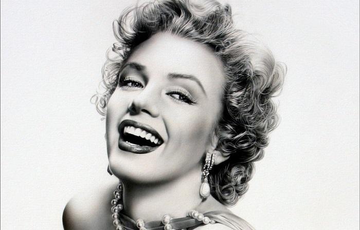 Мэрилин Монро - самая знаменитая блондинка в мире, секс-символ 1950-х годов, певица и модель. /Фото: liveinternet.ru