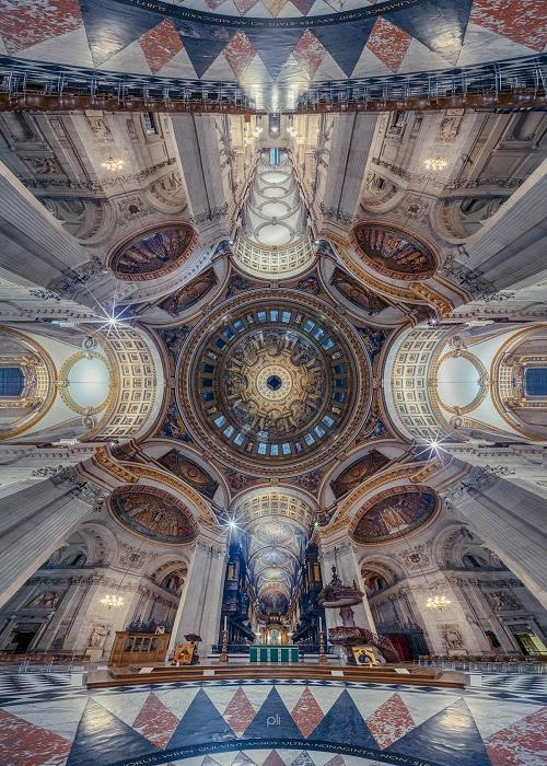 Богатый интерьер собора Святого Павла, расположенного в Лондоне, поражает воображение своей уникальностью и мастерством росписи.