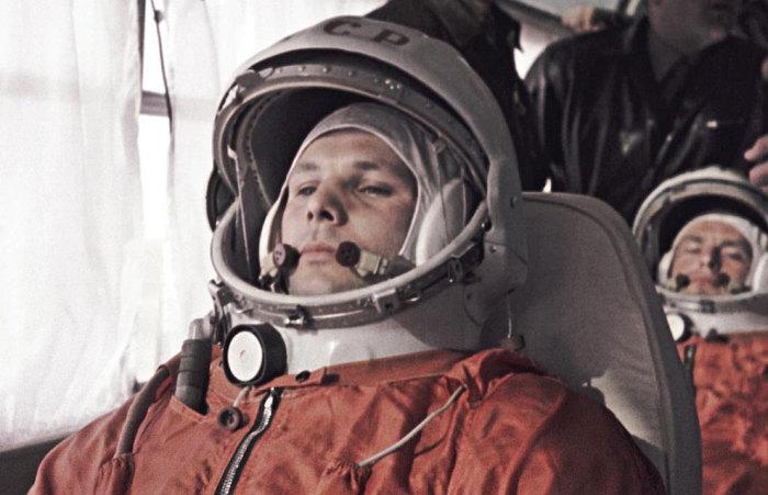 Во время отправления на стартовую площадку космодрома Байконур. | Фото: emaze.com.