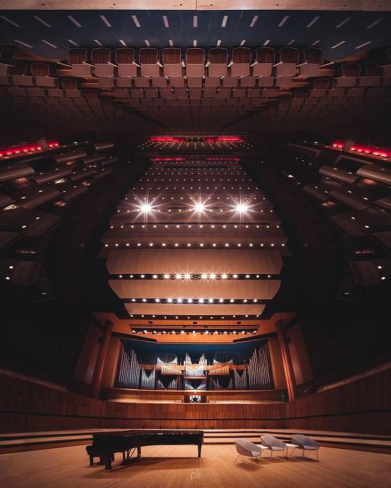 Величественный интерьер Королевского фестивального зала в Лондоне, который способен вместить 2900 зрителей.