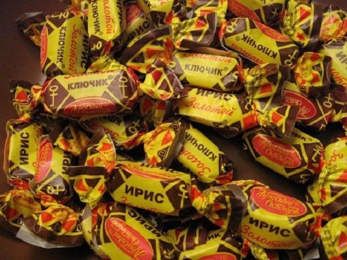 Такие конфеты были нескольких видов – тягучий «Кис-Кис» и литой полутвердый «Золотой ключик», первые были настолько твердые, что попытка их разжевать стоила сломанных зубов и вырванных пломб, а вторые были слишком мягкие.