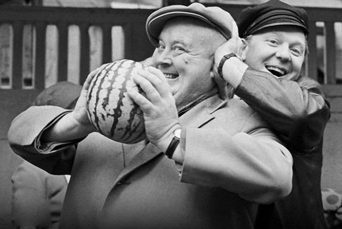 Покупают арбуз, 1968 год.
