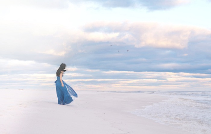 Ветер подскажет дорогу к тебе. Фотограф - Jillian Adams.