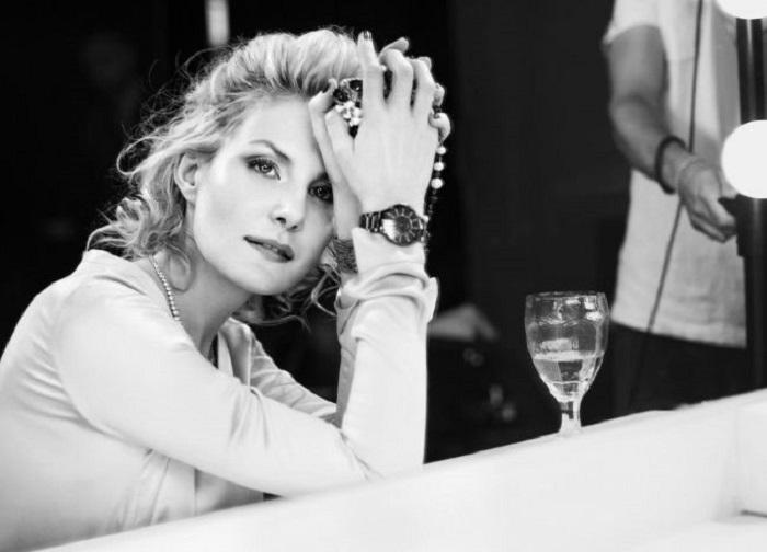 Интересная, неожиданная, неповторимая 48-летняя российская актриса, режиссёр, сценарист и телеведущая.