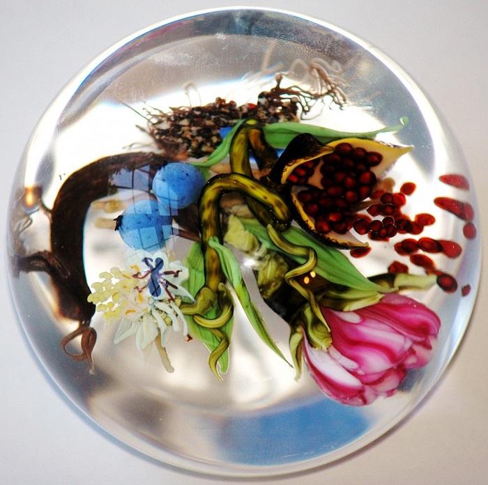 Все элементы цветов сделаны вручную мастером.