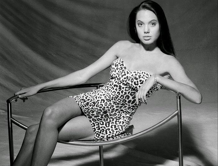 В шикарном леопардовом платье.