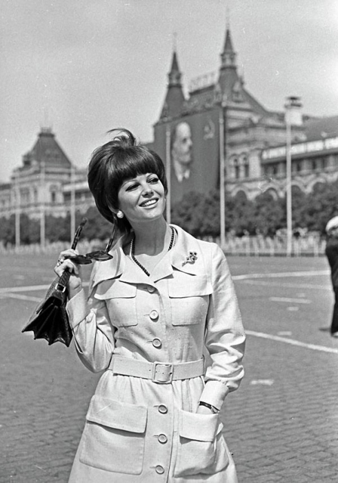 Итальянская актриса на Красной площади в Москве, 1967 год.