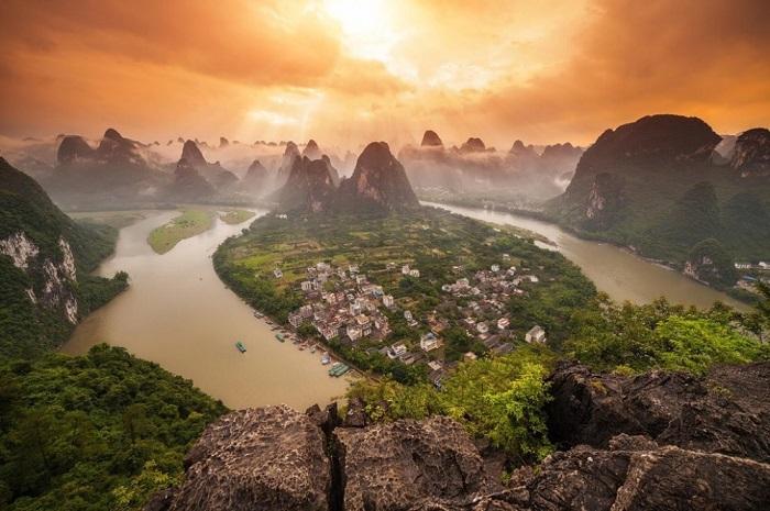 Яншо — древний китайский город с богатой историей, который сотни лет назад облюбовали даосы. В наши дни — популярное место среди туристов и путешественников.