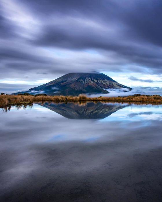 Гора Эгмонт или Таранаки во всем своем величии.