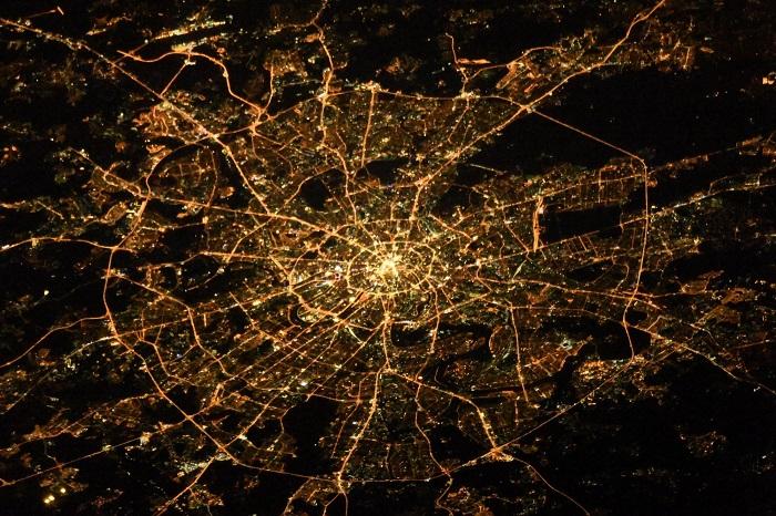 Москва из космоса выглядит просто потрясающе.
