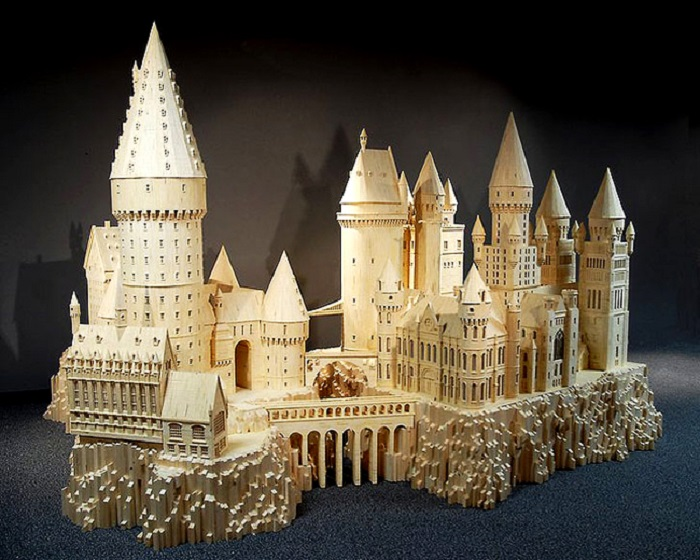 Вымышленное учебное заведение волшебников из вселенной «Гарри Поттера».