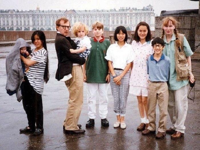 Американский кинорежиссёр, писатель, джазовый музыкант, актёр и драматург с семьей в Ленинграде, 1978 год.