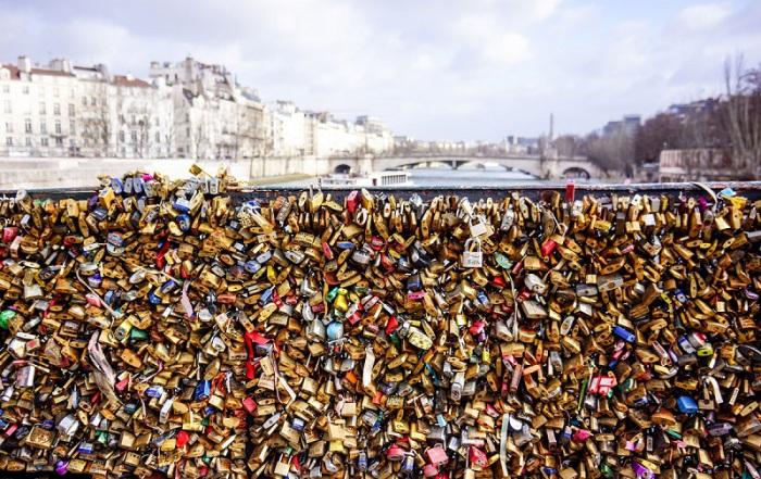 Сотни тысяч закрытых замков вечной любви. Автор фото - Мартином Блажжук (Martyna Blaszczyk).