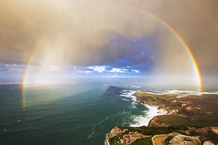 Радуга на мысе Пойнт, Южная Африка. Фотограф Аджит Сн (Ajit Sn).