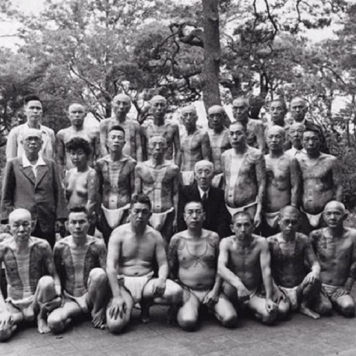 Групповой снимок представителей крупнейшего клана якудза.