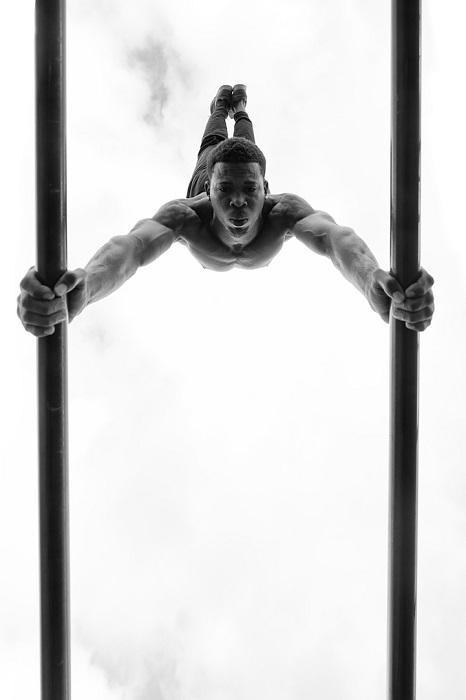 Вся сила мужчины в его руках. Фотограф - Peter Zwolinski.