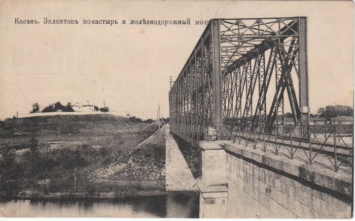 Мост через Казанку и один из красивейших и наиболее древних монастырей города.