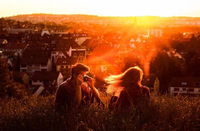 Фото в лучах заходящего солнца. Фотограф - Rona Keller.