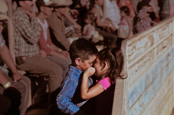 Влюблённость с раннего детства. Фотограф - Diana Mantis.