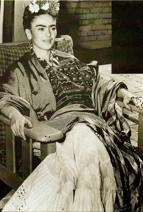 Основой гардероба Фриды Кало были национальные костюмы из хлопка и шелка.